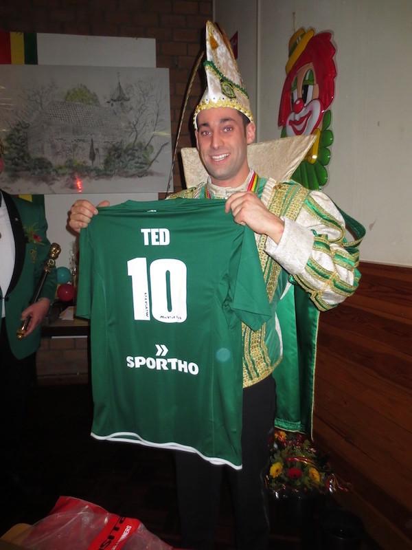 TEDI met wedstrijdshirt Fortuna54